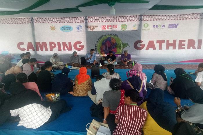 Camping Gathering yang dilaksanakan Pemkab Luwu Utara bersama Oxfam Indonesia dan mitranya sebagai salah satu rangkaian kegiatan International Woman's Day (IWD) 2020 di Desa Uraso, Luwu Utara, Sulsel. (foto: ettaadil/palontaraq)