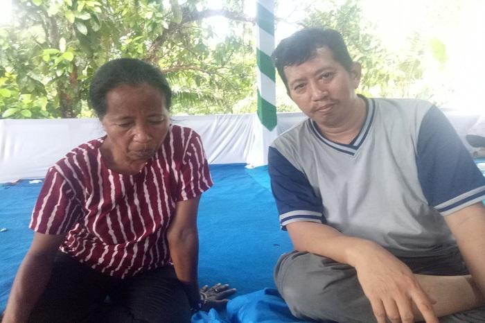 Penulis bersama Beatriks Rika, Petani Pejuang Pangan dari NTT. (foto: ist/palontaraq)
