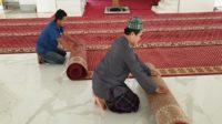 Saat informasi Virus Corona mewabah, masjid-masjid menggulung karpet dan meniadakan shalat jumat dan berjamaah sesuai fatwa MUI. (foto: ist/palontaraq)