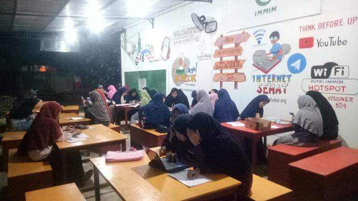 Merindukan Ma'had, mengenang saat belajar bersama di Hotspot Center. (foto: ist/palontaraq)