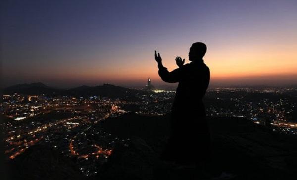 Berdoa. (foto: ist/palontaraq)