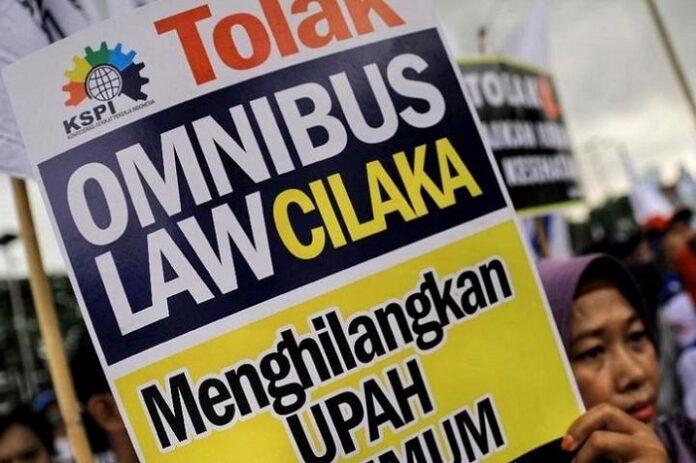 Demonstrasi Buruh Menolak Omnibus Law Cipta Kerja. (foto: ist/palontaraq)