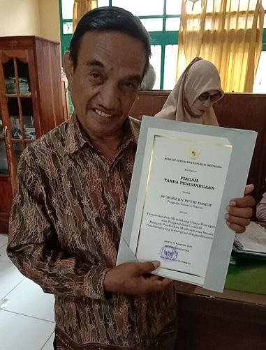 Ustadz Nadjamuddin Beta, Lc., Wakil Direktur Ponpes Modern Putri IMMIM Pangkep. (foto: ist/palontaraq)
