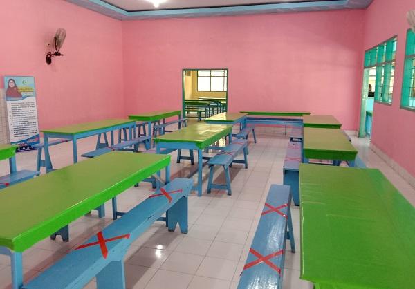 Ruang Makan/Dapur dipasangi Tanda-tanda jaga jarak. (foto: ist/palontaraq)