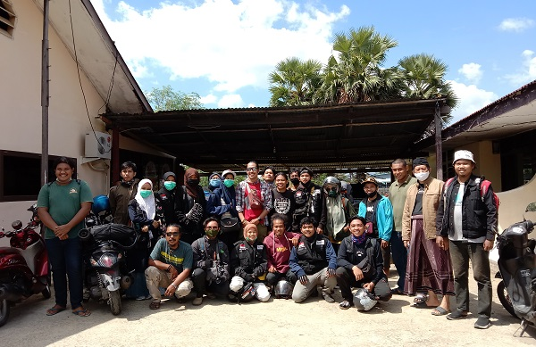 Foto bersama Relawan RPI usai mediasi di Halaman Kantor Polsek Ma'rang. (foto: ist/palontaraq)