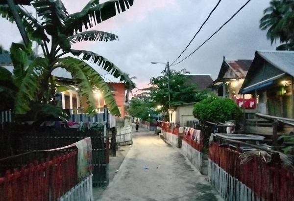 Rumah-rumah warga Pulau Gondong Bali. (foto: ettaadil/palontaraq)