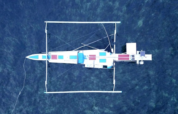 Kapal Fiber yang dipakai warga pulau dalam melaut mencari ikan. (foto: hasbitube/palontaraq)